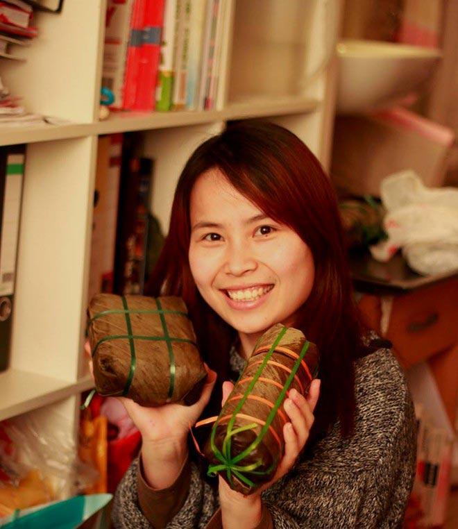 Du học sinh Việt gói bánh chưng đón Tết - 18