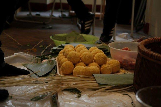 Du học sinh Việt gói bánh chưng đón Tết - 7