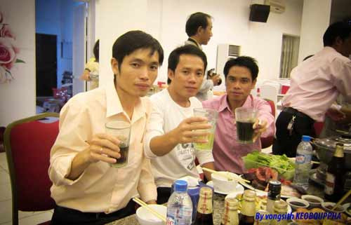 """Sinh viên Lào """"mê"""" bánh chưng, dưa hành - 1"""