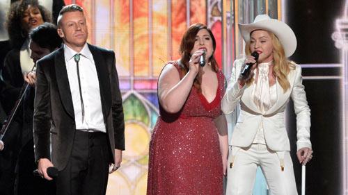 33 cặp đôi cưới trên sâu khấu Grammy 56 - 1