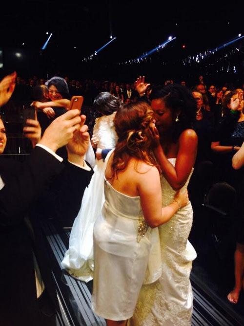 33 cặp đôi cưới trên sâu khấu Grammy 56 - 2