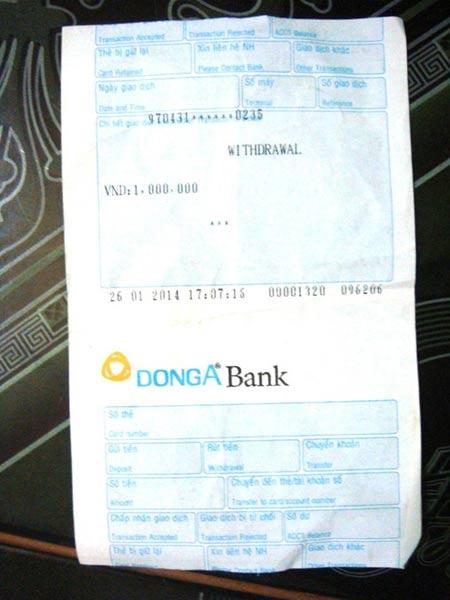 """Bình Phước: Trụ ATM """"hành"""" người rút tiền - 1"""