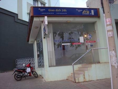 """Bình Phước: Trụ ATM """"hành"""" người rút tiền - 2"""