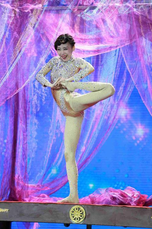 """""""Nàng rắn xanh"""" ngã tại China's Got Talent - 4"""