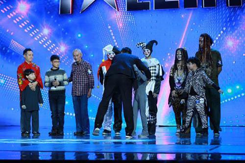 """""""Nàng rắn xanh"""" ngã tại China's Got Talent - 10"""