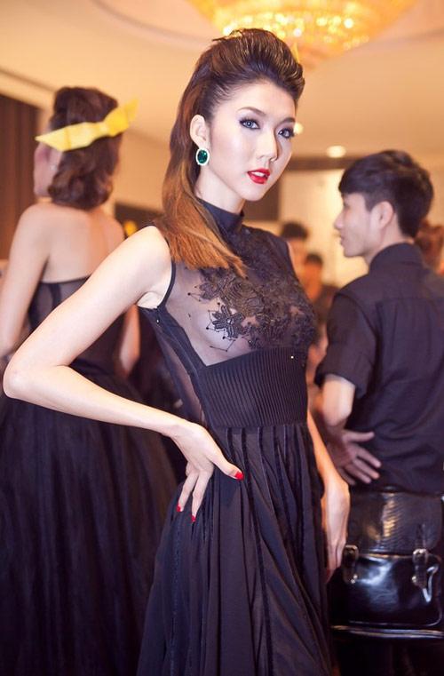 Váy áo liều lĩnh của giai nhân Việt! - 12