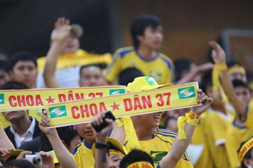 Khán giả V-League: Mơ được như Thanh Hóa, Nghệ An - 1