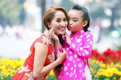 Khánh Thi du xuân cùng con gái nuôi - 2
