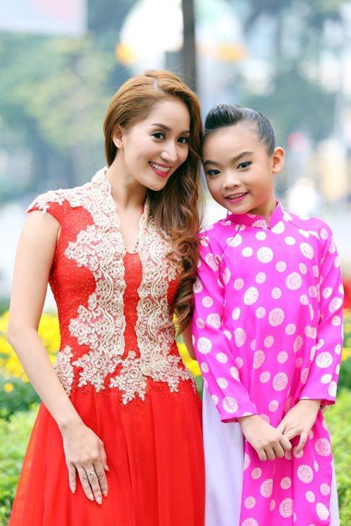 Khánh Thi du xuân cùng con gái nuôi - 1