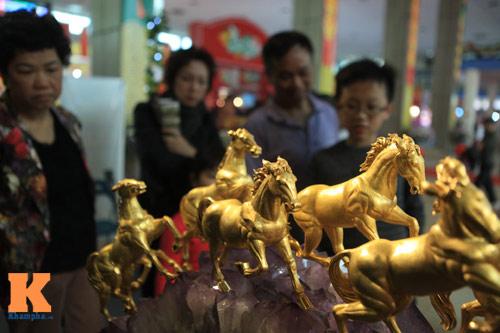 Cận cảnh bộ Bát Mã mạ vàng ở Hà Nội - 2