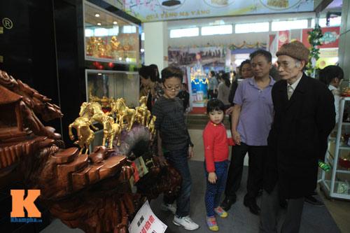 Cận cảnh bộ Bát Mã mạ vàng ở Hà Nội - 11