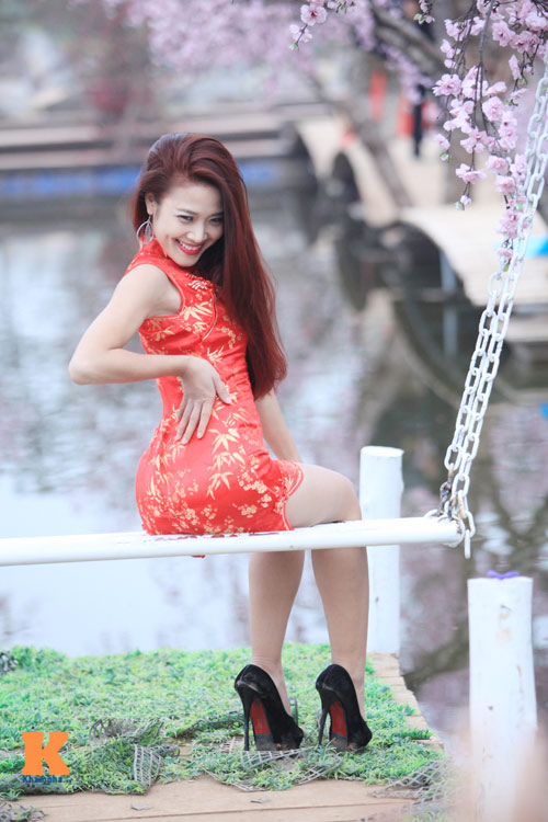 Thiếu nữ diện xường xám tạo dáng táo bạo - 6