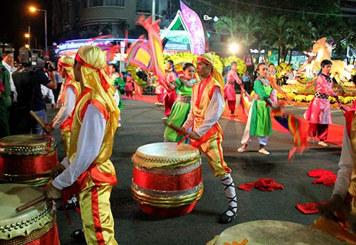 Đường hoa Nguyễn Huệ đông nghẹt ngày khai mạc - 2