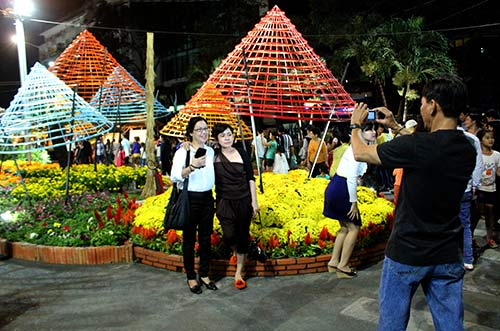 Đường hoa Nguyễn Huệ đông nghẹt ngày khai mạc - 11