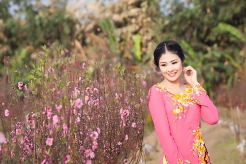 Ngọc Hân đằm thắm giữa vườn đào Xuân - 1