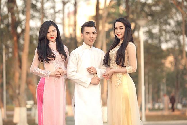 Họ lựa chọn những trang phục áo dài truyền thống để lưu lại những khoảnh khắc đẹp