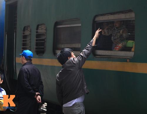 Xúc động chia tay chiều cuối năm ở ga Hà Nội - 7