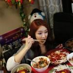 Phi thường - kỳ quặc - Chỉ việc ăn, mỹ nữ kiếm gần 200 triệu 1 tháng