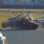 Thể thao - Tay đua thoát chết sau tai nạn thảm khốc