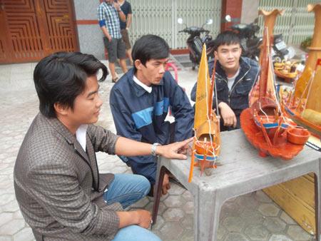 Độc đáo mô hình thuyền câu hùng binh Hoàng Sa - 1
