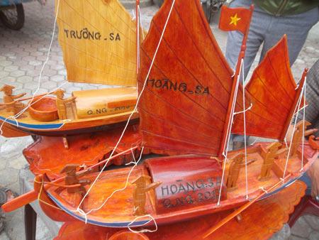 Độc đáo mô hình thuyền câu hùng binh Hoàng Sa - 2