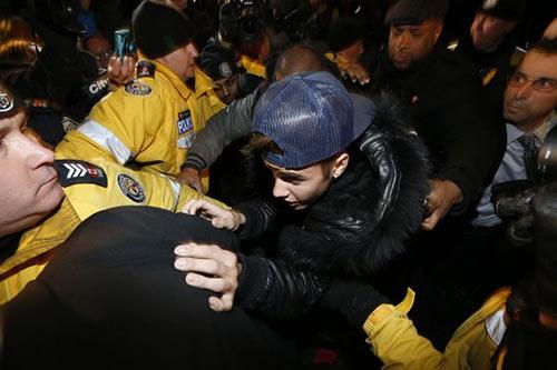 Justin Bieber lại hầu tòa vì tình nghi đánh người - 1