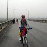 Tin tức trong ngày - Người một mình đạp xe xuyên Việt