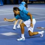 Thể thao - Federer phối hợp ăn ý với cậu bé nhặt bóng