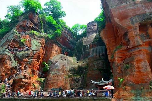 Tượng Phật đá cao nhất thế giới trên vách núi - 1