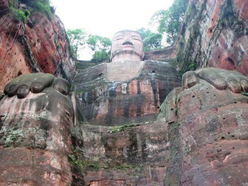 Tượng Phật đá cao nhất thế giới trên vách núi - 2