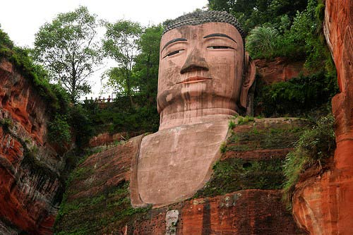 Tượng Phật đá cao nhất thế giới trên vách núi - 3
