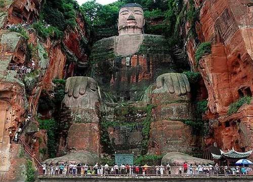 Tượng Phật đá cao nhất thế giới trên vách núi - 4