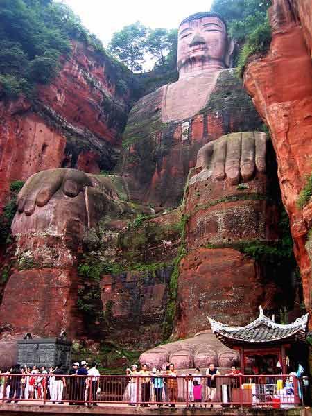 Tượng Phật đá cao nhất thế giới trên vách núi - 7