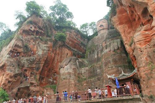 Tượng Phật đá cao nhất thế giới trên vách núi - 9