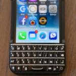 """Thời trang Hi-tech - Bộ """"áo"""" giúp iPhone có bàn phím cứng như... BlackBerry"""