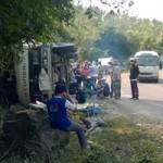 Tin tức trong ngày - Xe tải đâm vào vách núi, tài xế tử nạn