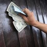 Tin tức trong ngày - Hội Yên Tử: Dùng cả tiền đô xoa mái chùa cầu lộc