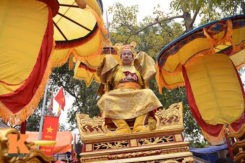 Lật kiệu chúa trong lễ hội rước vua giả ở Hà Nội - 5