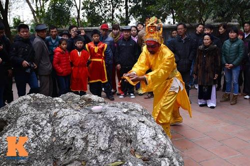 Lật kiệu chúa trong lễ hội rước vua giả ở Hà Nội - 9