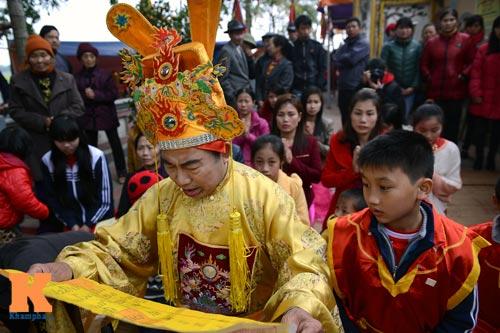 Lật kiệu chúa trong lễ hội rước vua giả ở Hà Nội - 10
