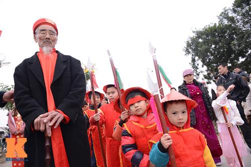 Lật kiệu chúa trong lễ hội rước vua giả ở Hà Nội - 11