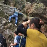 Tin tức trong ngày - Hội Yên Tử: Leo dốc núi, bám rễ rừng để lên chùa