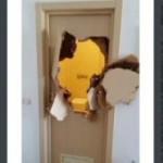 Tin tức trong ngày - VĐV Olympic đấm vỡ cửa nhà tắm thoát thân
