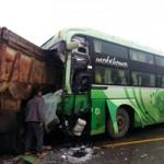 Tin tức trong ngày - Tai nạn giao thông thảm khốc, phụ xe chết thảm