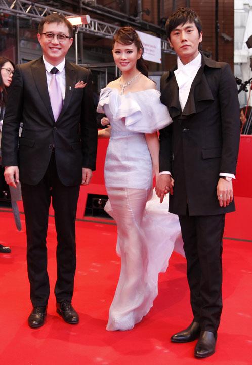 Người đẹp Hoa ngữ xui xẻo trên thảm đỏ - 1