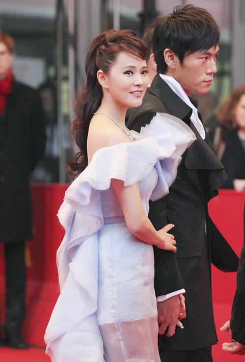 Người đẹp Hoa ngữ xui xẻo trên thảm đỏ - 3