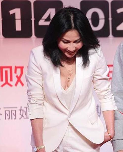 Người đẹp Hoa ngữ xui xẻo trên thảm đỏ - 16