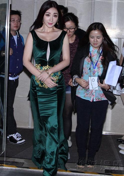 Người đẹp Hoa ngữ xui xẻo trên thảm đỏ - 7