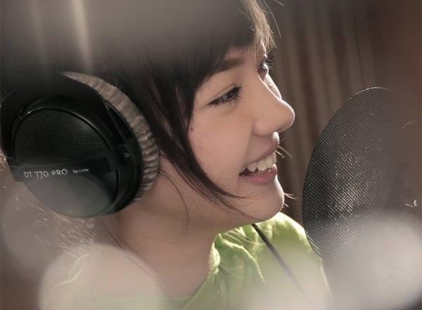 Hotgirl Thái hát 'Bèo dạt mây trôi' đáng yêu - 2