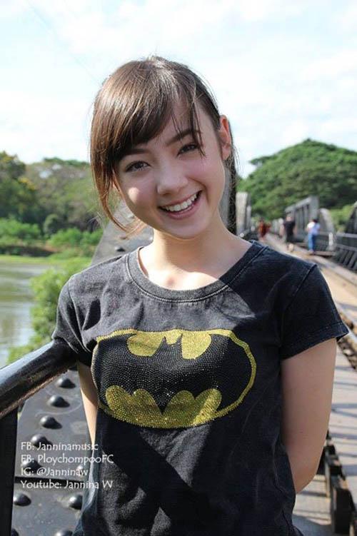 Hotgirl Thái hát 'Bèo dạt mây trôi' đáng yêu - 8